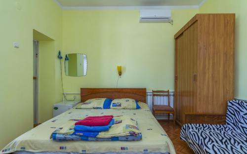 Трехместная комната с балконом, Гостевой дом на Горького 11 Анапа