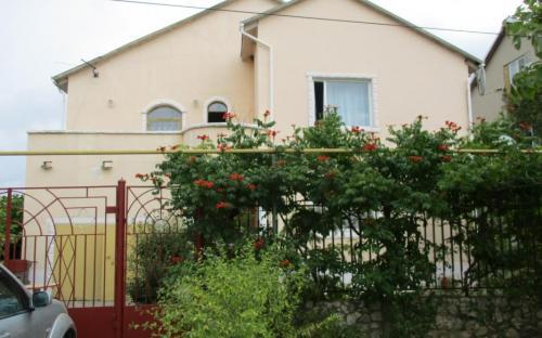 Гостевой дом Магнолия. Феодосия, Береговое. Номера посуточно
