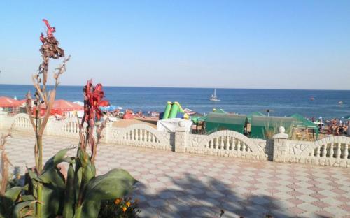 Гостевой дом Магнолия. Феодосия, Береговое. Пляж и набережная