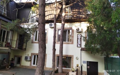 Отель Три сосны. Феодосия
