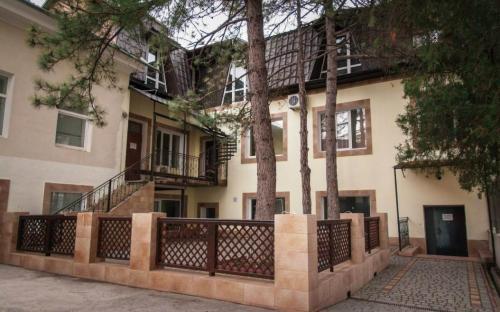 Отель Три сосны в центре Феодосии