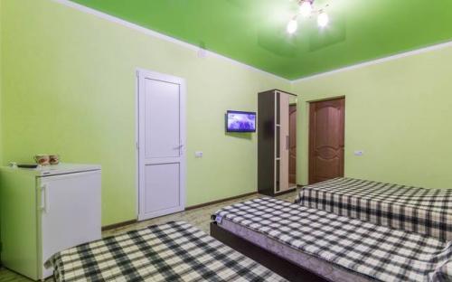 """4-х местный номер с кондиционером, Гостевой дом """"Абрикос"""" Кабардинка"""