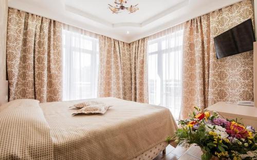 "Семейный люкс 4-местный, Бутик отель ""Ахиллеон Парк"" - Кабардинка"