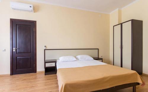 """4-местный 2-комнатный, стандарт, Гостиничный комплекс """"Альбатрос"""" - Архипо-Осиповка"""