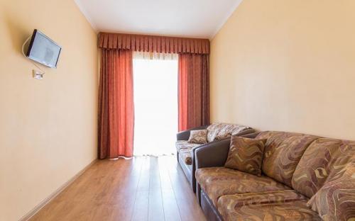 """2-местный 2-комнатный, люкс, Гостиничный комплекс """"Альбатрос"""" - Архипо-Осиповка"""