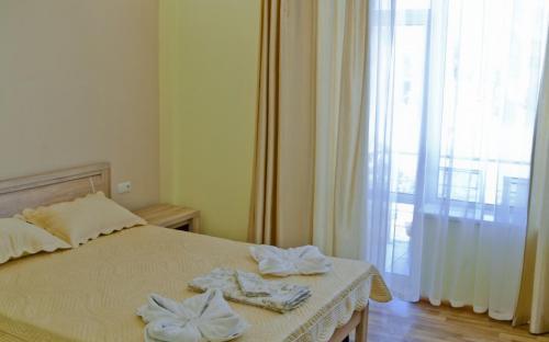2-х местный номер (с балконом) - Гостиница Аквапарк Кокотебель