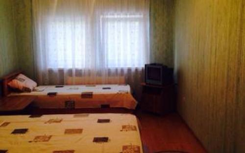 Трёхместный с удобствами на 2 номера, Гостевой дом на Революционной - Кабардинка