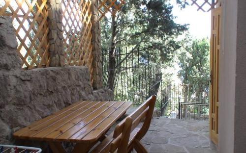 """Восток, Гостевой дом """"Кипарисовый рай"""" Алупка"""