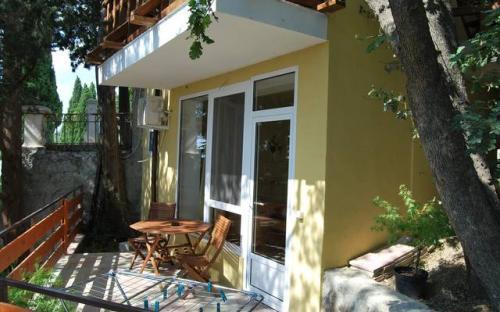 """Гостевой дом """"Кипарисовый рай"""" Алупка"""
