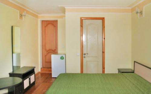 """Четырехместный номер с удобствами на 1 этаже, Гостевой дом """"Мелисса"""" - Архипо-Осиповка"""