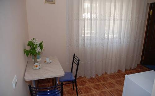 """3-х местный двухкомнатный с кухней и балконом, Гостевой дом """"Солнечный"""" - Кабардинка"""