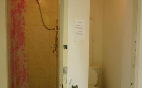 санузел с душем - отдельно рядом с номером, 1 этаж
