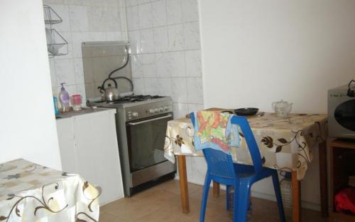 кухня с газ. плитой и СВЧ 1 этаж