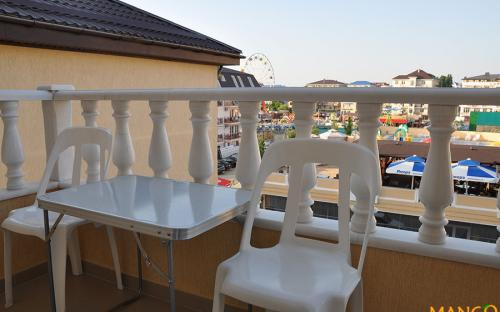 """Люкс 2-х комнатный с индив. балконом, Гостевой дом """"Манго"""" Витязево"""