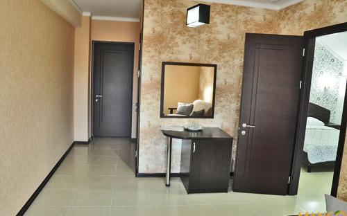 """Люкс 2-х комнатный с общим балконом, Гостевой дом """"Манго"""" Витязево"""