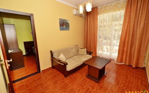 """Люкс 2-х комнатный на 1 этаже, Гостевой дом """"Манго"""" Витязево"""
