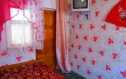 """3-х местный номер с кондиционером, Гостевой дом """"Поцелуй солнца"""" Анапа"""