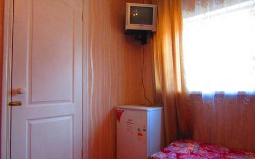 """3-х местный номер с кондиционером, холодильником, Гостевой дом """"Поцелуй солнца"""" Анапа"""