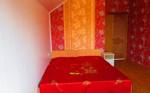 "Семейный 3-х комнатный номер на мансардном этаже, Гостевой дом ""Поцелуй солнца"" Анапа"