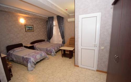 """3 местный на нулевом этаже, Отель """"Посейдон"""" Витязево"""