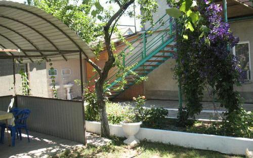Внутренний двор, вход на 2-ой этаж, Дом на Приморской, 36 Благовещенская