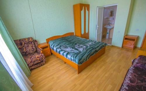 """Гостевой дом """"Санта - Барбара"""", Трехместный номер с удобствами"""
