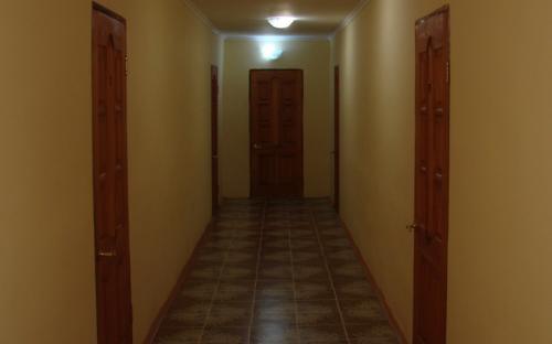 """Коридор гостиницы 1-й этаж, Мини-гостиница """"Вишневая"""" Благовещенская"""